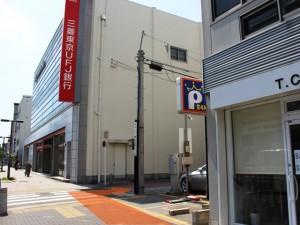 三菱東京UFJ手前の一方通行の道
