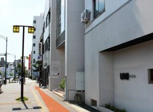 弘法屋ビル横の道